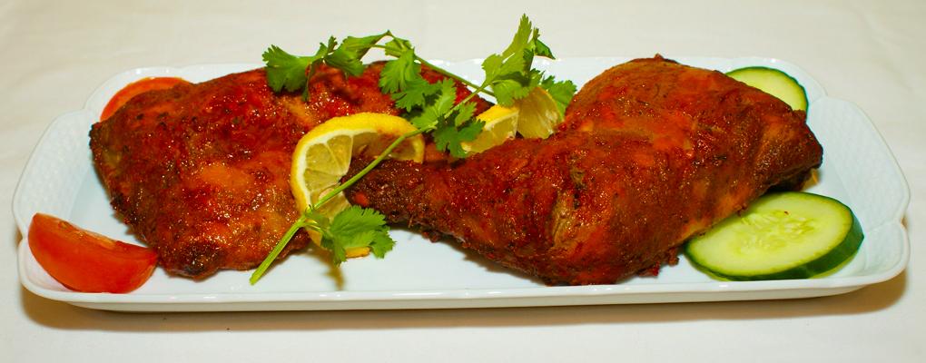 Hälsa på oss och prova våra utsökta marinerade kyckling, grillad i stenugn!
